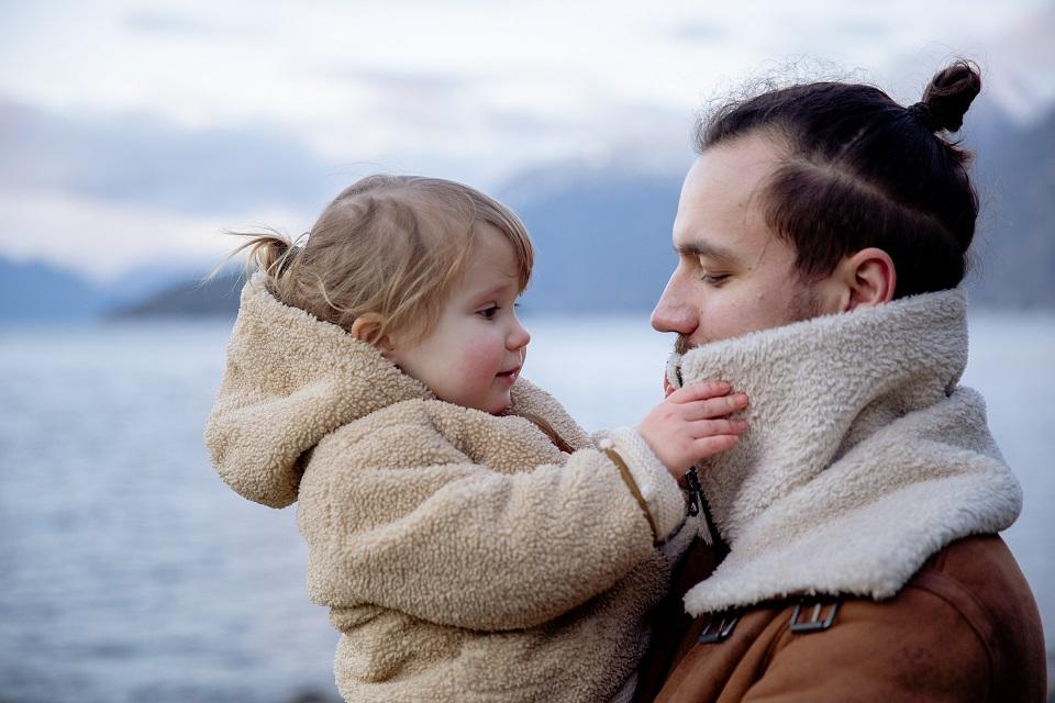 Vienišo tėčio istorija: kaip auginti skirtingos lyties vaiką?