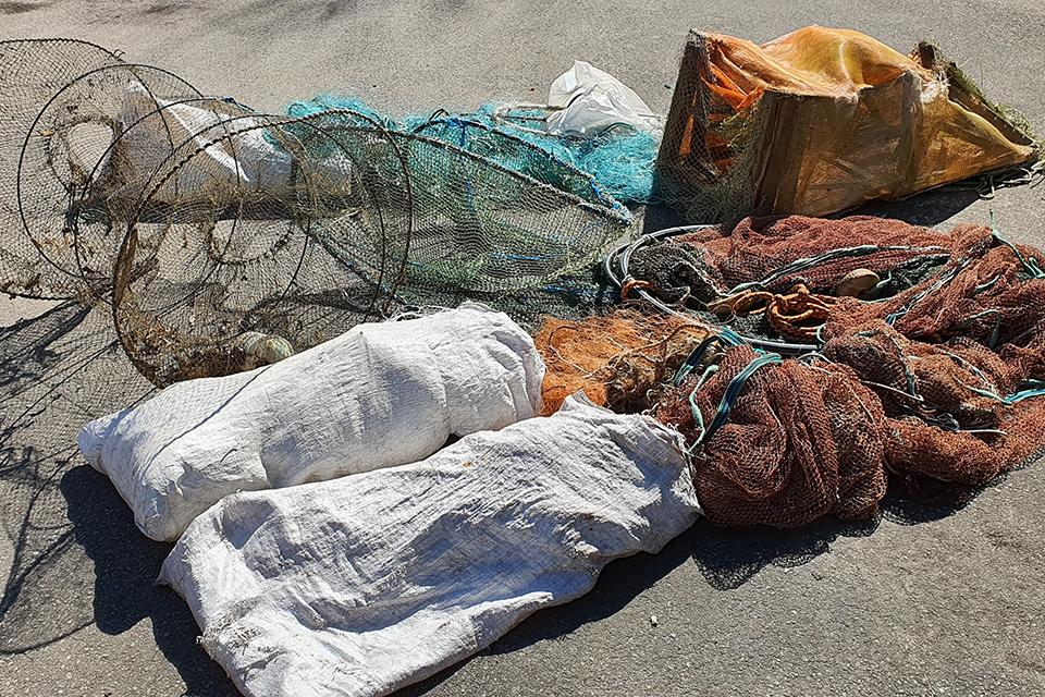 Aplinkosaugininkai rado 16 draudžiamų žvejybos įrankių