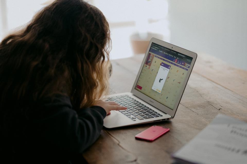 Organizuoja nuotolinius programavimo mokymus vaikams