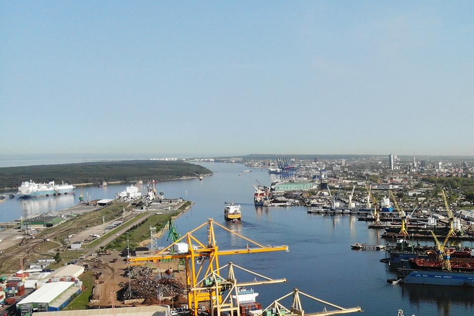 Birių krovinių krova uoste: kokia įtaka aplinkai?