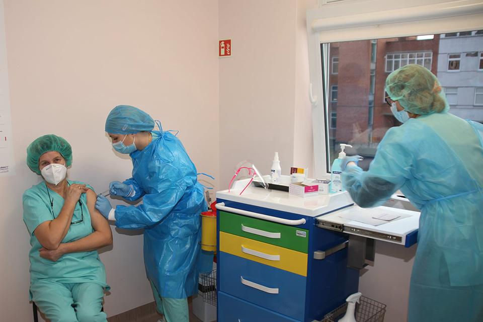 Vakcinavimą siūlo kreipti į paslaugų sektorių