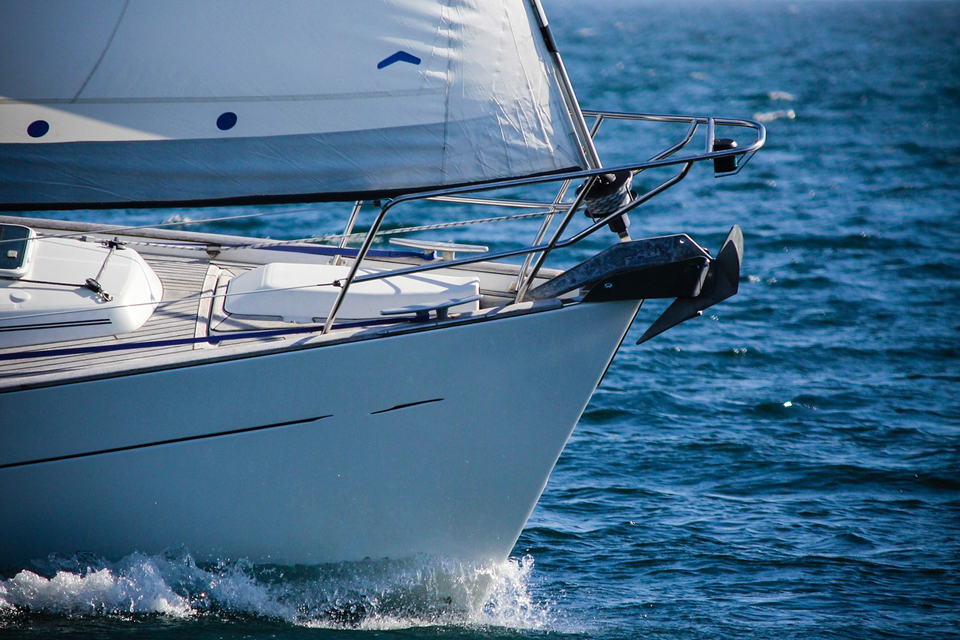 Išgelbėti ant seklumos užplaukusios jachtos keleiviai