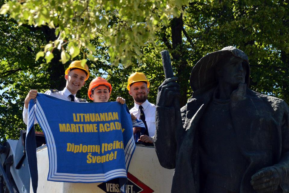 Lietuvos aukštosios jūreivystės mokyklos absolventai tęsia tradiciją